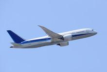 旅客機 B787 離陸