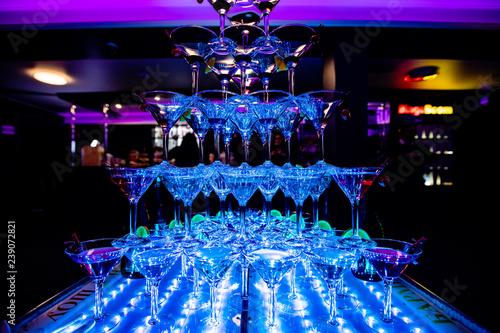 Plakat szklanka wody neonowy koktajl