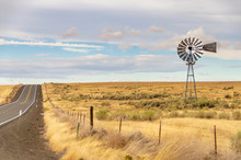 Old Time Windmill In Oregon Field. Older Outdated Technology. Reminds Of Days Gone By; Lonely, Days Past..