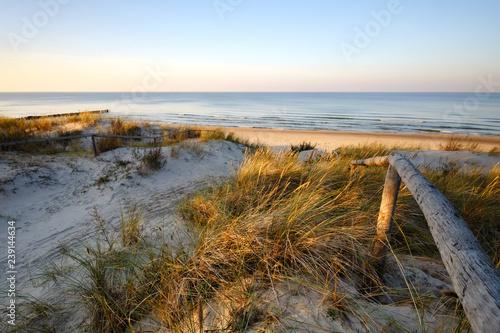 Wydmy nad Morzem Bałtyckim, wejście na plażę ,Dźwirzyno, Polska.
