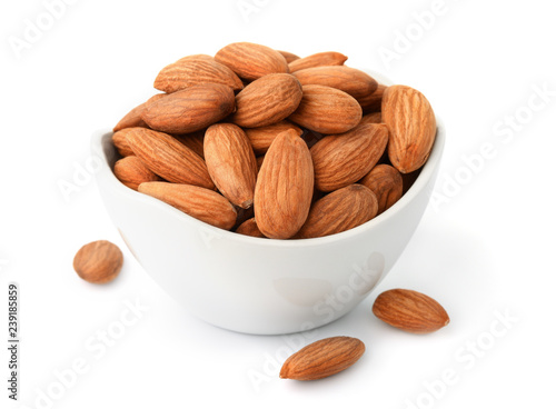 Photo Ceramic bowl of almonds