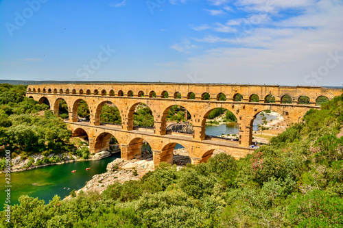 Papiers peints Ponts Pont du Gard in summer heat