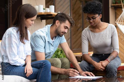 Fotografía  Serious focused man reading mortgage contract conditions, clients, customers con