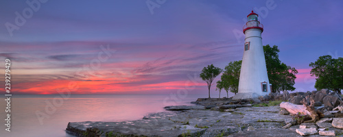 Foto op Plexiglas Vuurtoren Marblehead Lighthouse on Lake Erie, USA at sunrise