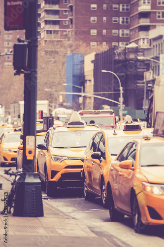 Obraz taxi  vintage-toned-image-of-line-of-new-york-city-yellow-taxicabs-on-street-in-manhattan