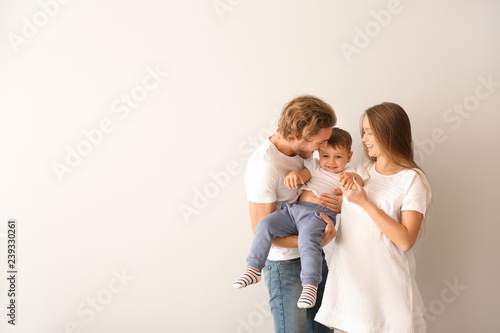 Fotografía  Portrait of happy family on white background