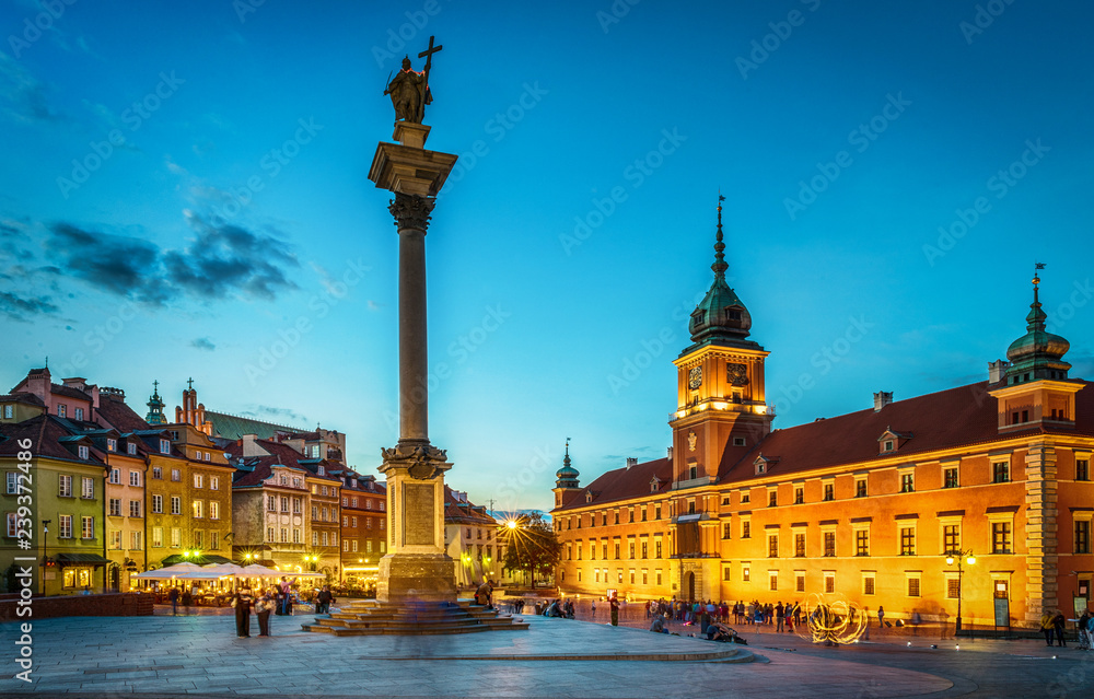 Fototapety, obrazy: Royal Castle, ancient townhouses and Sigismund's Column in Old town in Warsaw, Poland. Night view, long exposure.