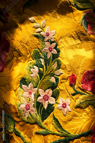 I have owned this a piece of gold coloured silk fabric embroidered with  flowers for 30 years Tapéta, Fotótapéta