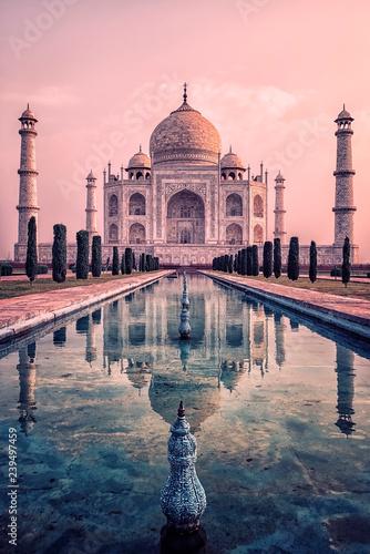 Plakat Taj Mahal w świetle wschodu słońca, Agra, Indie