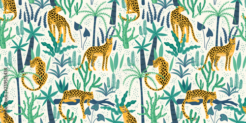 Foto  Vestor seamless pattern with leopards and tropical leaves.