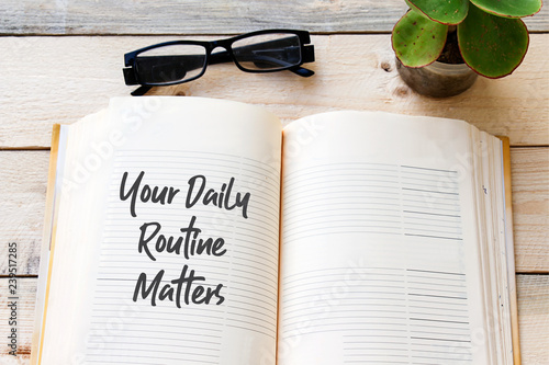 Fotografía  Handwriting text writing Your Daily Routine Matters on notebook