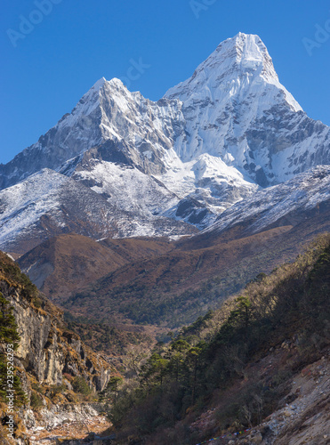 Photo  Ama Dablam summit in Himalayas Everest base camp trek