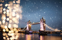 Snowing In London, UK - Winterholidays  In The City