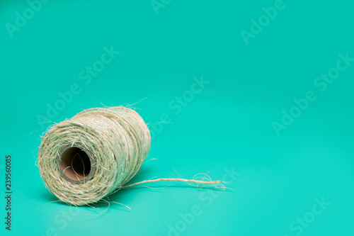 Fotografía  Cord. packing tape roll, green background