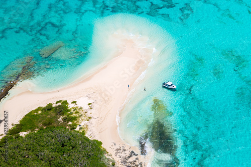 Fotomural  Tourists, divers, snorkelers, jet boat, an idyllic empty sandy beach of remote island, azure turquoise blue lagoon, West Coast barrier reef, aerial view