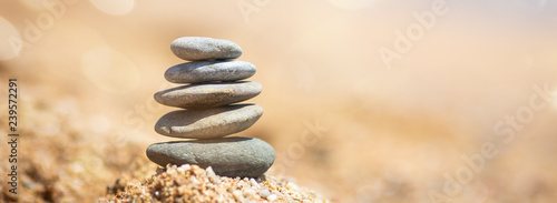 Foto auf Leinwand Zen-Steine in den Sand Balance of stones on the beach, sunny day