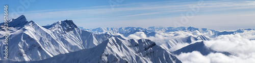 Foto auf Leinwand Gebirge Panorama of snowy mountains in clouds