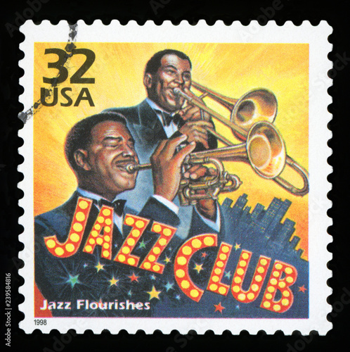 UNITED STATES - CIRCA 1998: a postage stamp printed in USA showing an image of jazz musicians playing in a club, circa 1998 Fototapet