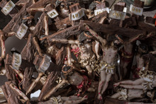Hay Muchos Crucifijos En La Ca...