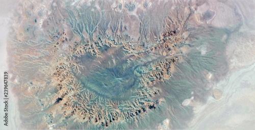 abstrakcyjna-fotografia-pustyn-afryki-z-powietrza-widok-z-lotu-ptaka-abstrakcyjny-ekspresjonizm-wspolczesna-sztuka-fotograficzna-abstrakcyjny-naturalizm