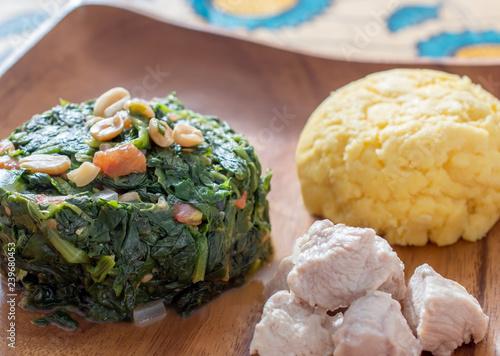 Ifisashi - Afrikanische Polenta mit Erdnuss-Gemüse-Sauce Canvas Print