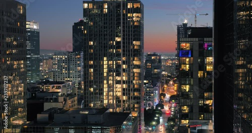 Etiqueta engomada - Buildings of downtown Los Angeles at dusk. Night city timelapse.