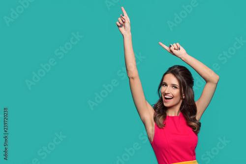 Fotografia Bright fashion woman on a turquoise background