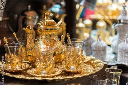 Stampa su Tela  Traditional tea sets at Grand Bazaar in Istanbul, Turkey