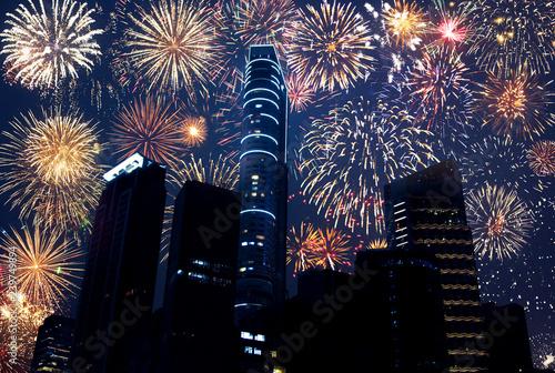 Wunderschönes Feuerwerk #239749894