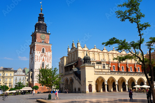 Poster Cracovie Town Hall Tower and Cloth Hall in Krakow, the unofficial cultural capital of Poland, was named the official European Capital of Culture for the year 2000