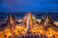 Blick über Die Champs Elysees Bei Nacht, Paris, Frankreich