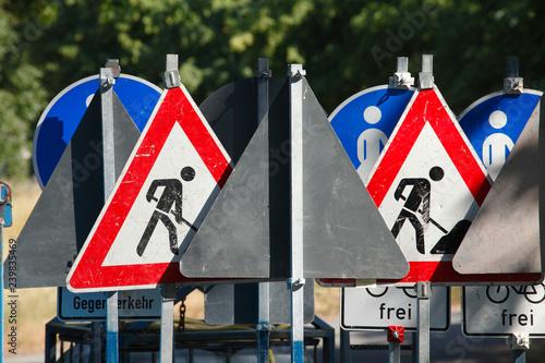 Fotografía  Verkehrsschilder Baustelle, Schilderwald