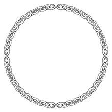 Kette Oder Armband Auf Einem Isoliertem Weißem Hintergrund.