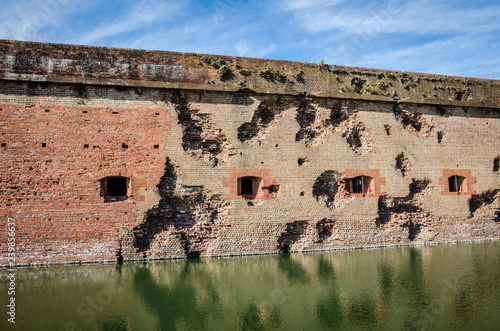 Bullet holes / cannon holes in the brick walls of Fort Pulaski National Monument Fototapet