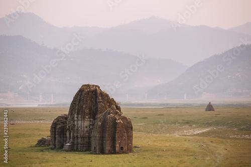 Obraz na plátně  Ancient hindu temple in the Bed of Gobind Sagar Lake in Bilaspur, Himachal Prade