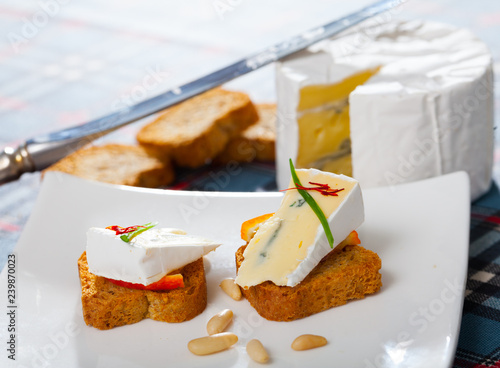 Close up image of canape with blue cheese