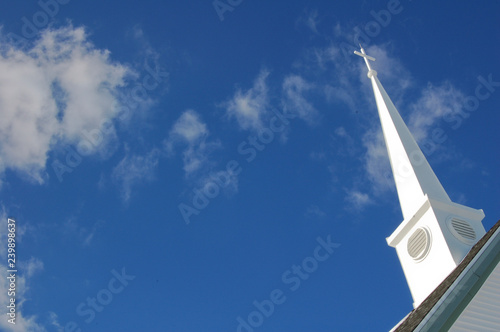 Fotografia Church steeple with clouds in background