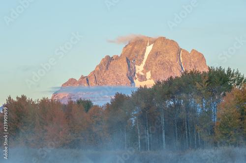 Papiers peints Corail Scenic Sunrise Landscape of the Tetons in autumn