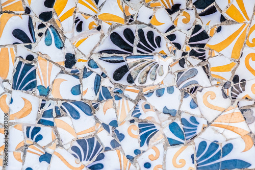 Fotografiet Céramiques mosaïques, art de Gaudi, Parc Guell de Barcelone