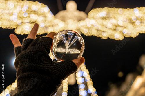 Photo  Christmas decorations of London through crystall ball