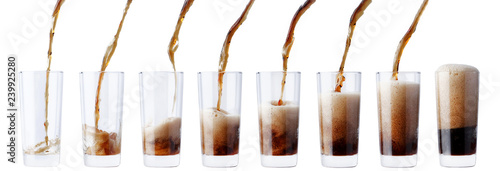Fotografia  pouring cola in glass set of 8 shot