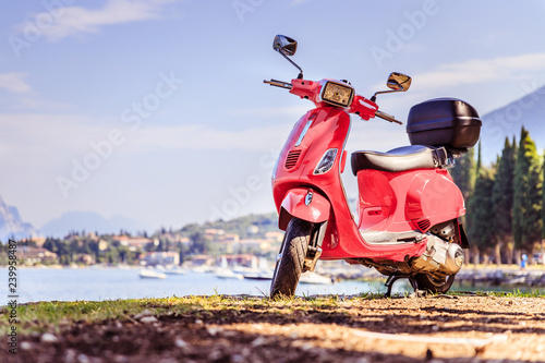 Fotografía  Beautiful red scooter on the beach, landscape and blue sky