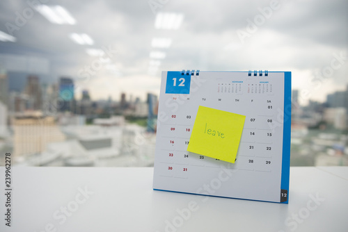 Photo Leave on paper note stick on the calendar of December for year end holidays conc
