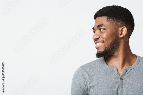 Valokuva  Half-turned smiling african-american man looking at copy space