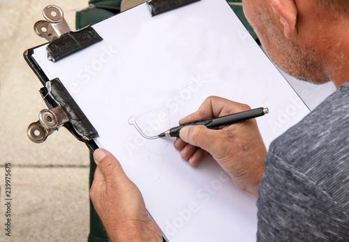 Fényképezés  Caricaturiste au travail