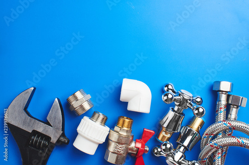 Fotomural  plumbing tools and equipment on blue background with copy space