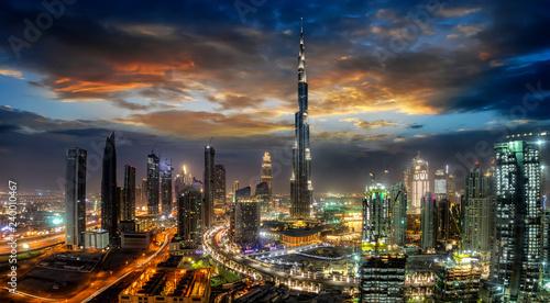 obraz lub plakat Blick auf die Business Bay in Dubai mit den modernen Wolkenkratzern bei Sonnenaufgang