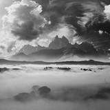Czarno-biały krajobraz z górami - 240041021