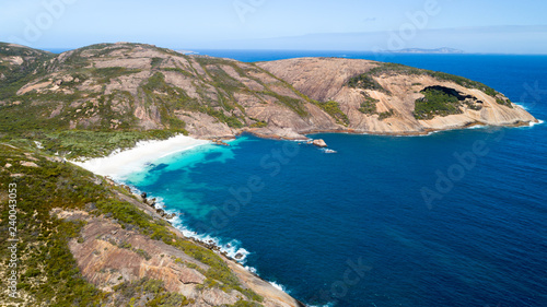 Photo  Aerial view of picturesque coastline scenery of Hellfire Bay, paradise beach wit