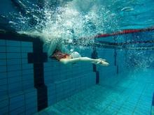 Schwimmerin Beim Training
